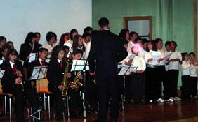 La banda de la Escuela, durante un concierto
