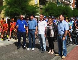 Los diputados bercianos, con la concejala de Deportes y el Club Ciclista de Bembibre