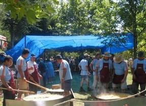 La popular Ruta de las Fuentes termina con una paellada popular