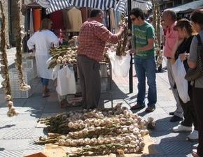 El mercado de ajos se ha convertido en un reclamo en Bembibre
