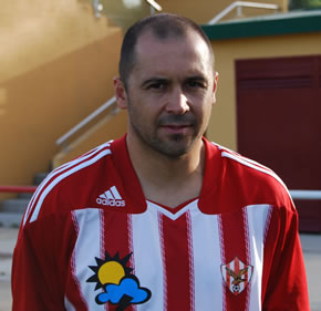 Fran Domínguez luciendo la camiseta del Atlético Bembibre