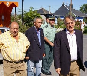 El subdelegado, a la derecha, con el alcalde y el concejal de Cultura