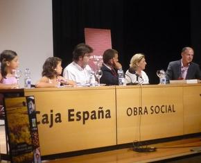 Valentín Carrera (derecha) en la presentación de Ponferrada. Foto: IBISAtv