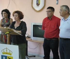 Xuasús González, detrás de la concejala que presentó la revista