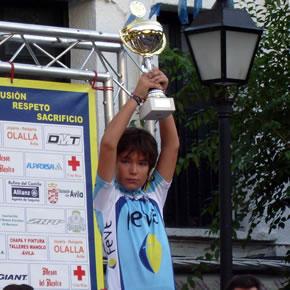Raúl Camino en El Barraco celebrando el triunfo