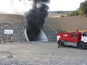 Los bomberos realizaron prácticas en túneles auténticos con fuego real