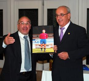 Isaac Álvarez, presidente de los veteranos, con Marianín