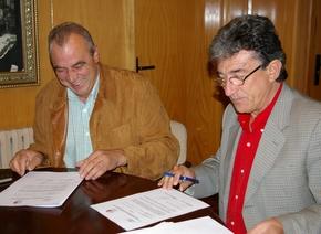 El presidente de la asociación José Giménez, con el alcalde