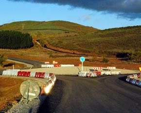 Finalización de las obras en la rotonda que une la Le-461 con la nueva carretera