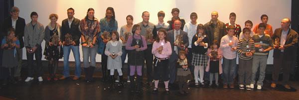 Los premiados con Juan Carlos Valerón