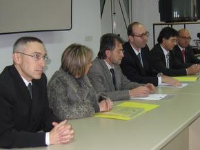 Otazu, en el centro, junto a representantes del Ecyl, Caja España y de la FSB