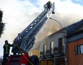 Varios efectivos de Bomberos tuvieron que intervenir en el incendio