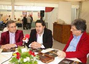 Marcos Díez, en el centro, con Esteban y Olano