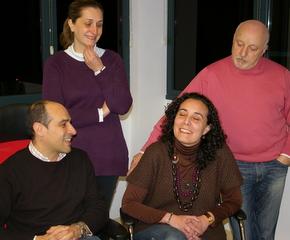 La directora Loli Casado (sentada izquierda) con el concejal y otros miembros del grupo