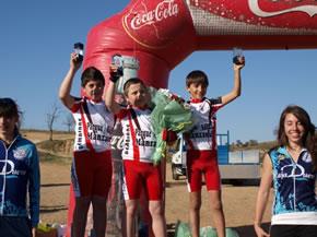 Ángel Arias, Adrián Macías, e Ignacio García en el podium