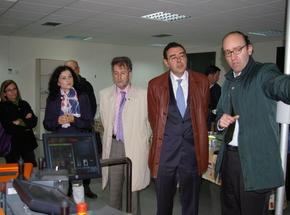 El viceconsejero, segundo por la derecha, durante su visita a la Fundación