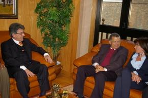 Carlos Veiga, con el alcalde y la teniente de alcalde