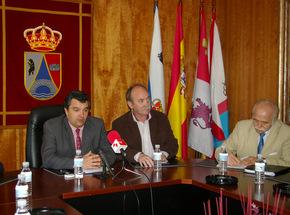 El presidente del Consejo, junto al alcalde de Folgoso y el consejero Jacinto García