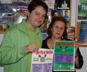 Óscar García y Amparo Villadangos muestran el cartel del Campeonato