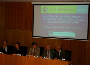 El director general de AcuaNorte con el alcalde y concejal de medioambiente