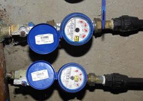 El empresario denuncia que el consumo de agua es 1.000 metros cúbicos superior a lo habitual