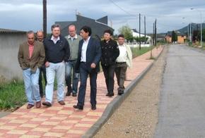 Los diputados bercianos con el alcalde, Julio Anta, en Matachana