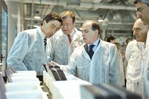 Villanueva, con el presidente de Cel Celis, Javier Arias