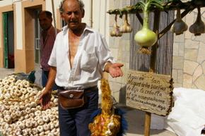 Uno de los puestos de venta de ajos en San Miguel