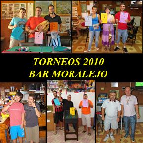 Los ganadores con sus trofeos