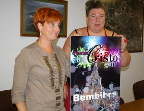 Nancy Prada y Belén Martín muestran el cartel ganador
