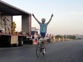 Roberto Méndez entrando en la meta de Lugo