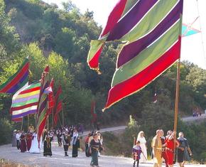 Los pendones durante el desfile del sábado
