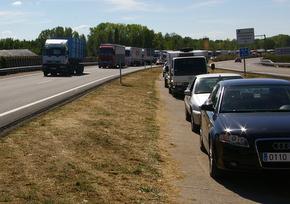 La autovía vivió momentos de caos con la circulación por la mediana