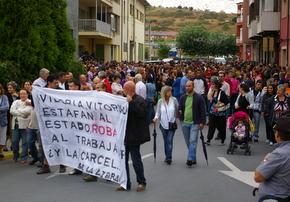 Los manifestantes portaron pancartas reprochando la actitud empresarial