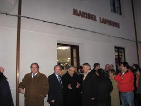 Francisco Álvarez habla con el viudo de Maribel Lafuente, acompañado por el alcalde y el delegado de la Junta