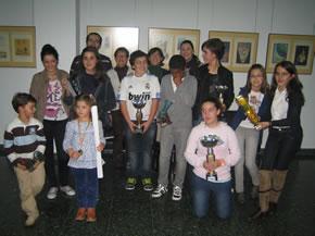 Los premiados posan con sus trofeos