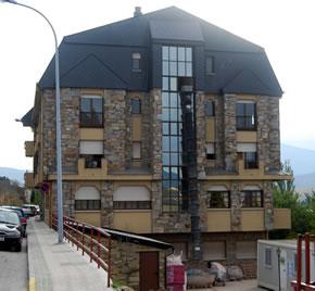 Los inquilinos de la residencia El Santo se beneficiarán con una nueva zona de paseo