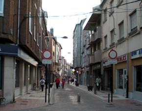 Una de las calles peatonales de Bembibre
