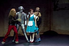 Esta representación mantiene la esencia de la historia original del Mago de Oz