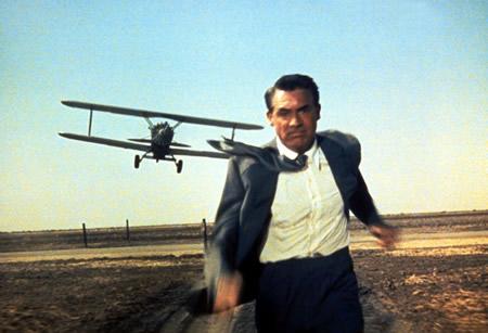Gary Grant en una de las escenas más conocidas de Con la muerte en los talones