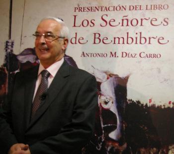 Antonio Díaz Carro antes de la presentación del libro