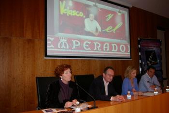 Durante la presentación, los promotores de la editorial y el coautor del libro
