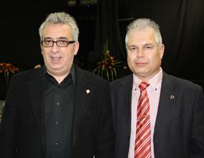 Leo Harlem junto al presidente del Atlético Bembibre, Gerardo de la Mata, luciendo en la solapa la insignia del Atlético Bembibre