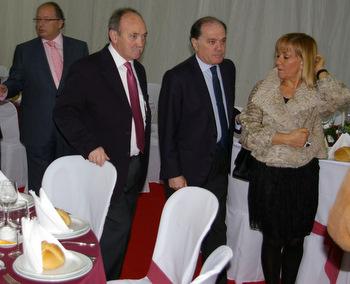 El consejero Tomás Villanueva, acompañado por Eduardo Fernández, Manuel Otero e Isabel Carrasco