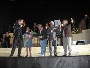 El homenajeado Miguel Torre, durante el acto con autoridades locales