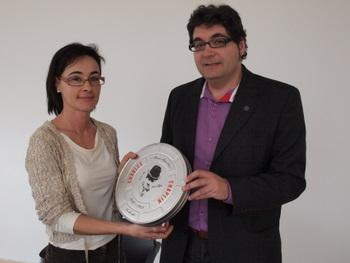 La concejala, Francine Rodríguez Sanz, con el coordinador del ciclo Manuel Cuenya