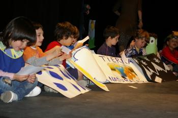 Los escolares del Pradoluengo también hicieron una interpretación de los textos