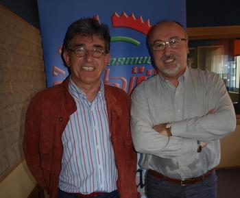 El candidato del PSOE en los estudios de Fórmula Hit Bierzo con Cano García