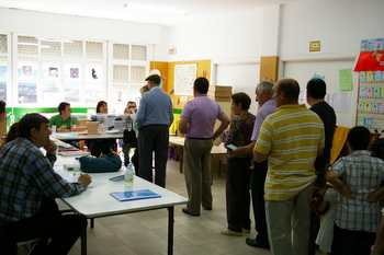 Los votantes llegaron a formar colas en los colegios electorales