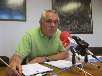 El concejal Roberto Fernández, durante la rueda de prensa